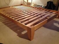 This wooden double bedrame is in near perfect condition. Low bedframe - japanese style.