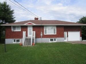 87 GORGE RD, MONCTON NORTH - STUNNING INTERIOR! 0.273 ACRE LOT!