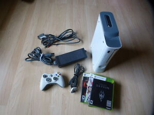 XBOX 360 SYSTEM WITH 4 GAMES 1 CONTROLLER  WORKS GREAT
