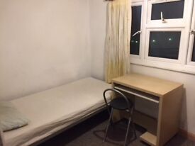 A Single room to let fully furnished