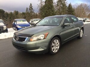 2010 Honda Accord Sedan EX-L - loaded with low kms!