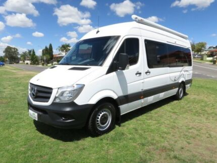 2014 Mercedes Ultima Motorhome – AUTO – 2 LOUNGES