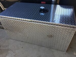 under/on bed diamond plate storage box for sale