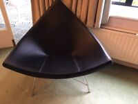 DESIGNER Classic George Nelson Coconut Chair.