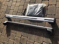 AUdi Q5 roof bars with locking key and storage bag