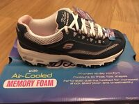 SKECHERS WOMEN'S D'LITES-LIFE SAVER Trainers SIZE 4 Navy/White/Pink *NEVER WORN* RRP £59