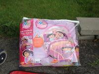 Douillette et drap pour lit simple de Dora à vendre