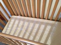baby crib with excellent matress