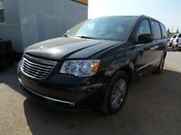 2014 Chrysler Town & Country Touring sunroof, DVD, back up camer