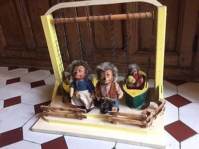 Mecki Spielplatz Schaukeln mit 4 Figuren, Rarität