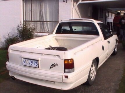 Wanted vg commodore ute or Vg maloo Pacific Pines Gold Coast City Preview