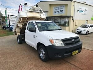 2006 Toyota Hilux TGN16R White Manual Cab Chassis Port Macquarie Port Macquarie City Preview