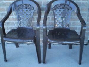 2 chaises de patio