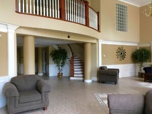 Lovely 2 bedroom Condo Avail. June 1st