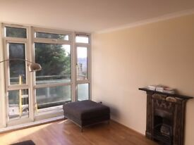 Spacious newly decorated 3 bedroom apartment to rent in Southfields