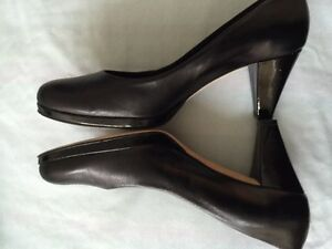 WORN ONCE Brown's - black patent leather heels