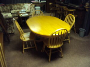 wooden table and four chairs Cambridge Kitchener Area image 3