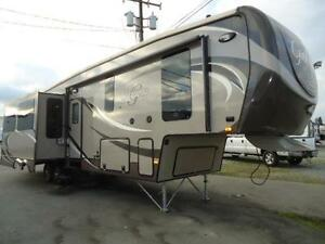 2014 Gateway 3200RS Fifth Wheel