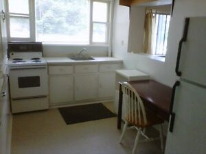 ROOMS FOR RENT DOWNTOWN CLOSE TO QUEEN'S - 88-B Wellington St Kingston Kingston Area image 3