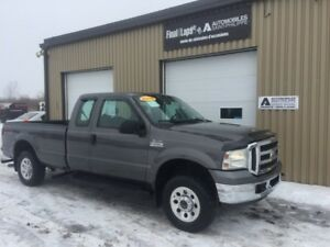 2006 Ford Super Duty F250 FX4 V8 4x4 box 8 pieds,CLEAN no rust