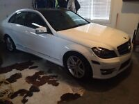 2014 Mercedes-Benz 300-Series Immaculate  LOW KMS