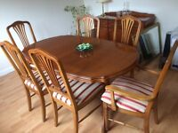 6 seater dining table able and matching 3 door sideboard in excellent condition