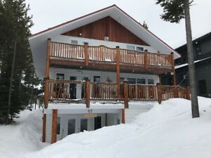 House at Castle Mountain Resort Ski In Ski out Hot Tub $2500/wk