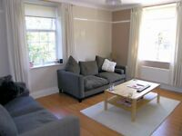 2 Double Bedroom Flat with Separate Living Room in Roehampton!