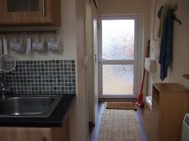 SHORT STAY 1 bed city garden annexe Bills included Kitchen, Shower Room