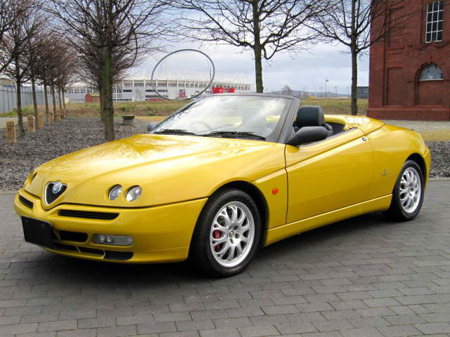rare zoe yellow alfa romeo spider 3 0 v6 24v convertible. Black Bedroom Furniture Sets. Home Design Ideas
