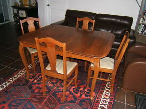 Oak Dining table & 6 chairs - For Sale