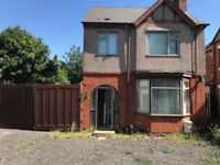 3 bedroom family home To Let on Lythalls Lane