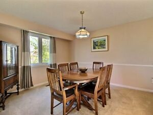 Fantastic 3 Bedroom House Located In Beautiful West Oak Trails! Oakville / Halton Region Toronto (GTA) image 4