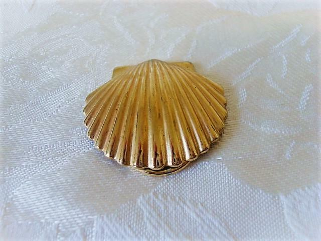 Vintage Gold Tone Clam Shell Scarf Ring Clip