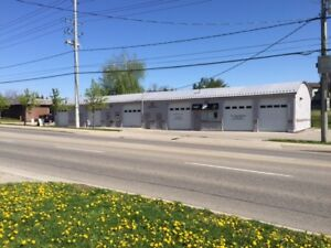 WAREHOUSE/RETAIL SPACE FOR RENT_HI TRAFFIC_KING AND RIVER ROAD