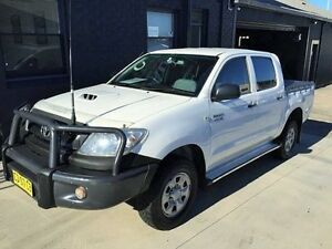 2011 Toyota Hilux KUN26R MY11 Upgrade SR (4x4) White 5 Speed Manual Dual Cab Pick-up Mortdale Hurstville Area Preview