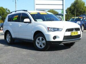 2012 Mitsubishi Outlander ZH MY12 LS (FWD) White 5 Speed Manual Wagon