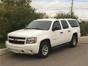 2011 Chevrolet Suburban 4WD *FINANCING AVAILABLE* ACCIDENT FREE!