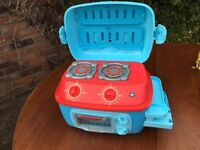 Early Learning Centre Mini Sizzling Toy Kitchen c/w Saucepans and Oven Gloves