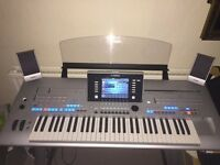 TYROS 4 KEYBOARD AND STAND