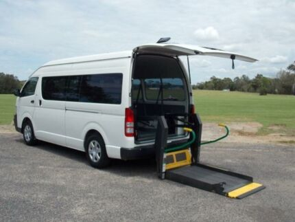 2008 Toyota Hiace TRH223R MY08 Commuter White 4 Speed Automatic 5D Bus