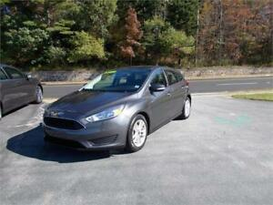 2015 FORD FOCUS SE H/B...LOADED!! REAR VIEW CAMERA & BLUETOOTH!!