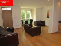LARGE 3 DOUBLE BED 2 BATH SPLIT LEVEL APARTMENT WITH SECURE PARKING E14 CANARY WHARF ISLE OF DOGS
