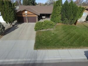 Huge family home with 2 garages!  4611-50th ave in Taber!