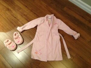 Girls housecoat size 5/6 and slippers