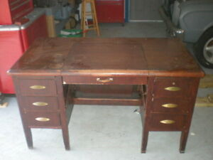 Solid Wooden 6 Drawer Desk With Lots Of Options