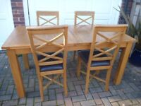 Solid Oak Extending Dining Table & 4 Chairs in Ex Cond