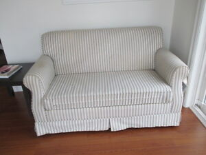 SIMMONS LOVE SEAT/ HIDE-A-BED