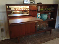 Cool Vintage Retro Mad Men Bar with light that works!