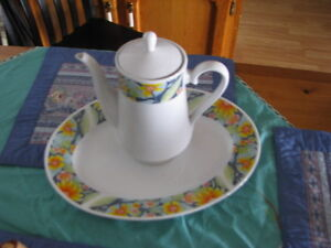 SET OF 8 PIECE DINING DISHES FOR SALE